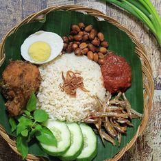 Malaysian and western cooking style and foods Malaysian Cuisine, Malaysian Food, Nasi Lemak, Nasi Liwet, Nasi Bakar, Bangladeshi Food, Bengali Food, Malay Food, Bistro Food