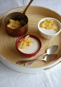 Amaretto panna cotta with caramelized pear / Panna cotta de Amaretto com pêras carameladas by Patricia Scarpin, via Flickr
