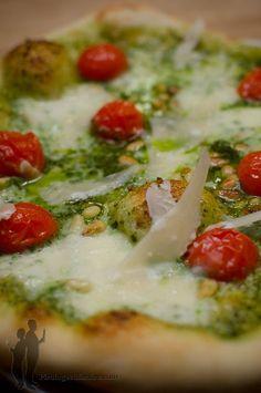 Pizza aux tomates cerises, au pesto et aux pignons de pin | Piratage Culinaire