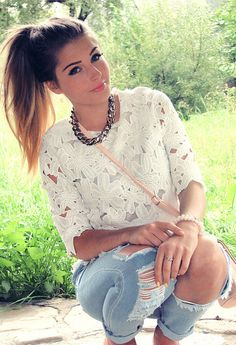 Her makeup and hair are the perfect look for the transitional period of summer to fall.