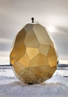 Imagine sitting in a sauna…that's inside a giant golden egg?Imagine sitting in a sauna…that's inside a giant golden egg? Design duo Bigert & Bergstrom have unveiled the SOLAR EGG, a…View Post Saunas, Parametrisches Design, Food Design, Design Trends, Journal Du Design, Creative Architecture, Mobile Architecture, Sustainable Architecture, Solar Water Heater