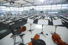 #Firmenevent von 3 Austria zur Fusion mit Orange in #Event #Zelthalle  Die mobile Special-Location wurde auf einem Podest in vier Meter Höhe errichtet, um einen Panoramablick über die #Donau zu ermöglichen.