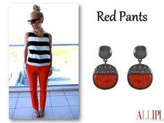 Composições com Red Pants, charme e estilo! #allipijoias #pedrasnaturais #allipi #moda #dica #red #trend #look #semijoias #showroom #atacado #joiasfolheadas