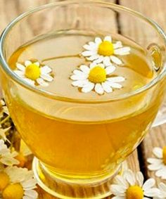 Chamomile tea is a mild herbal tea often used for its calming effects and for its ability to calm mild stomach upsets. However, using chamomile tea for gardening may offer surprising benefits that most people haven? Home Remedies, Natural Remedies, Cramp Remedies, Chamomile Tea Benefits, Clean Your Liver, Remedies For Menstrual Cramps, Cinnamon Tea, Proper Diet, Medicinal Herbs