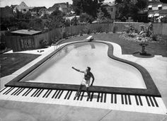 Forget that toy keyboard in Big; pianist Liberace has a full 88 keys to dance on at the grand piano-shaped pool in his California backyard in 1954    Read more: http://life.time.com/culture/at-home-with-the-stars/#ixzz1qnoVUglp