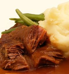 How to Make Traditional Dutch Slow-Braised Beef From Scratch This traditional Dutch winter stew is the sort of hearty, homely food Dutch grandmothers love to serve up to their loved ones. Fall Recipes, Beef Recipes, Cooking Recipes, Zone Recipes, Recipies, Slow Cooking, Cooking Ideas, Traditional Dutch Recipes, Pennsylvania Dutch Recipes