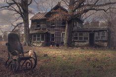 """Freak House"" in rural Virginia (Source) - Abandoned Images Abandoned Buildings, Old Abandoned Houses, Abandoned Mansions, Old Buildings, Abandoned Places, Old Houses, Virginie Usa, Western Saloon, Old Trees"