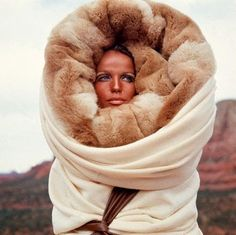 Verushka inside the fur-hole