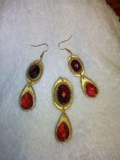 Parure papier et perle rouge. http://lacartonnite.prendonne.fr