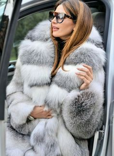 Lynx, Chinchilla Coat, Fur Coat Outfit, Long Faux Fur Coat, Winter Fur Coats, White Fur, Fur Fashion, Fox Fur, Style Guides