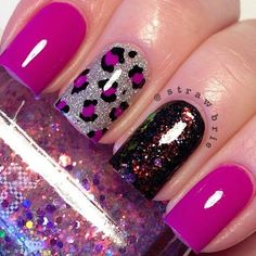 Fabulously elegant pink glitter nail art is shared during this footage . This fantastic nail art is beautified with black color designed straps. These stra Fabulous Nails, Gorgeous Nails, Pretty Nails, Get Nails, Fancy Nails, Best Nail Art Designs, Acrylic Nail Designs, Cheetah Nail Designs, Acrylic Colors