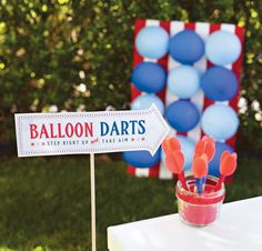 Fun 4th of July County Fair Games. Gunny Sack Races, Balloon Darts, and Ring Toss with blue ribbons & free game & award printables!