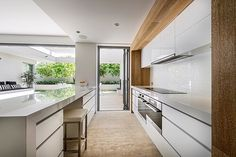 Ozone Extension/Renovation - contemporary - Kitchen - Perth - Liz Prater Design Home Kitchen Layout, New Kitchen, Kitchen Decor, Kitchen Ideas, Kitchen Designs, Perth, Modern Drawers, Property Design, Open Plan Living