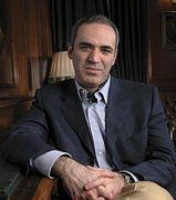 http://www.blog.universidades-rusia.com/2014/08/19/garri-gasparov-gran-maestro-ajedrez/ Garri Kasparóv es un gran maestro de ajedrez que nació en Baku (Unión Soviética) en el año 1963, fue campeón del mundo de ajedrez entre el p...