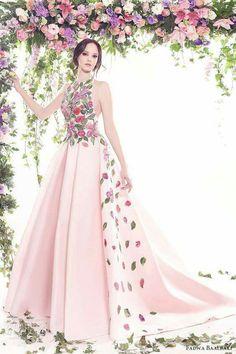 Wow!!! Je ne suis pas une fanatique des motifs floraux mais elle est vraiment belle