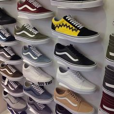 94 Ideas For Vans Sneakers Shoes Summer Old School Vans, Vans Old Skool, Custom Shoes, Custom Sneakers, Basket Originale, Cute Vans, Style Masculin, Vans Outfit, Tenis Casual