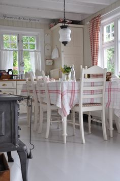 Eating area in Scandinavian country style kitchen