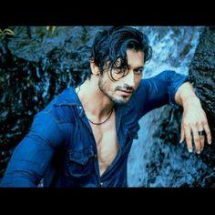 Vidyut Jamwal Mahesh Babu, Actors Images, Boys Dpz, Mp3 Song Download, Real Hero, Bollywood Actors, Photo Wallpaper, Life Skills, Movies And Tv Shows