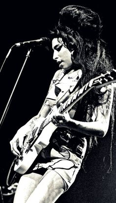 - Amy Winehouse - #music #singer #pop #retropop #rnb #rip #27club #musician #amywinehouse http://www.pinterest.com/TheHitman14/amy-winehouse-%2B/