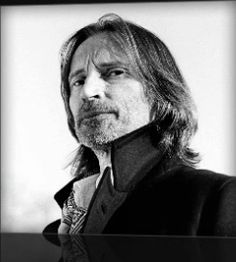 Robert Carlyle: whose voice is a many-tendril'd pleasure device. Ouat Characters, Fantasy Shows, Stargate Universe, Emilie De Ravin, Rumpelstiltskin, Robert Carlyle, Male Poses, Reality Tv, Actors & Actresses