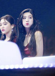 Joy red velvet ❤ kpop peek a boo Seulgi, Red Velvet Joy, Red Velvet Irene, Black Velvet, Kpop Girl Groups, Kpop Girls, Korean Girl, Asian Girl, Red Valvet