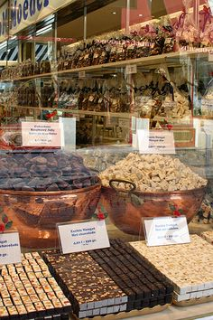 Annette Baesel  @abaesel2  A #chocolate shop in Bruges, one of many fine things about a very romantic city. #frifotos #belgium flic.kr/p/4kxpax