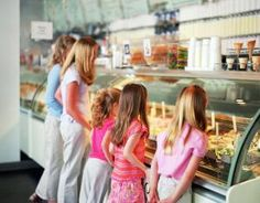 A family looking at treats in a bakery shop - Photo © Jack Hollingsworth / Digital Vision / Getty Images