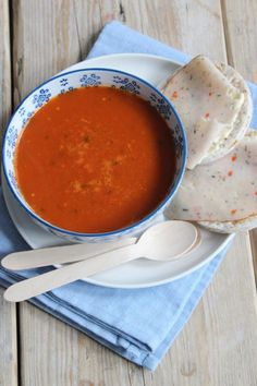 Tomato-pepper soup - Delicious and Simple - Tomato-pepper soup. A tasty and healthy soup with broth, tomatoes and bell pepper. Healthy Soup, Easy Healthy Recipes, Food L, Good Food, Stuffed Pepper Soup, Stuffed Peppers, Cooking Supplies, Happy Foods, Fabulous Foods
