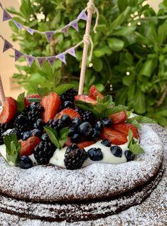 Warm and soft #chocolate #cake, topped with fresh vanilla cream and berries. Birthday #celebration 🎉🎂 Dark Chocolate Cakes, Vanilla Cream, Birthday Celebration, Blackberry, Acai Bowl, Celebrations, Berries, Warm, Fresh