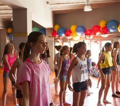 Si te gusta bailar y las artes escénicas ven a hacerlo aprendiendo #inglés. Últimas plazas  #Colonias  #Colonies #Campamento #Camp #Niños #Jóvenes #adolescentes #summer #young #teenagers #boys #girls #city #english #inglés #idioma #awesome #Verano #friends #group  #danza #dansa #teatre #teatro