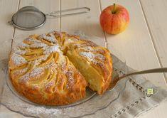 La torta di mele e mascarpone è una deliziosa torta da dispensa, senza burro e senza olio, perfetta a colazione, merenda o per il pranzo della domenica.