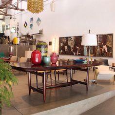 Mesa de jantar Burton, desenhada por Sérgio Rodrigues em 1958, inspirada em aviões antigos   Burton dinner table, designed by Sérgio…