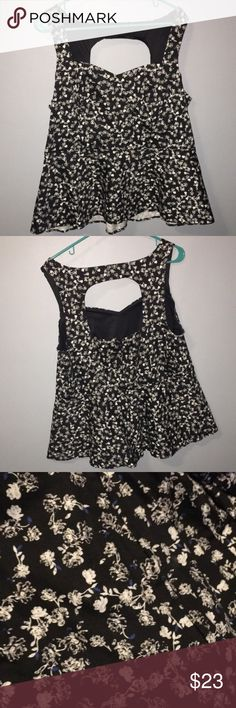 Torrid Sleeveless Floral Size 1 Peplum Top Torrid Sleeveless Floral Size 1 Peplum Top. Size chart for torrid is attached. Size one is equal to a XL or 14/16. Zipper in the back. Floral design has some blue petals. Ask me anything! torrid Tops
