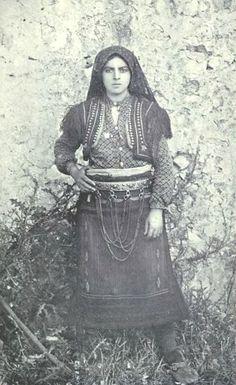 Albanian woman 1906.