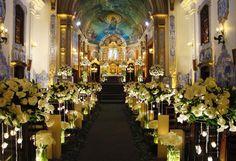 Igreja Nossa Senhora do Brasil decorada para a realização de casamento