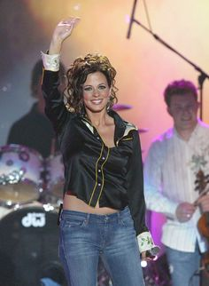 Sara Evans Photos Photos - Musician Sara Evans performs on stage at the Annual Country Music Awards' on May 2004 at the Mandalay Bay Hotel and Casino, in Las Vegas, Nevada. - Annual Country Music Awards - Show Country Female Singers, Country Musicians, Country Music Artists, Sara Evans, Country Music Association, Country Music Awards, Toni Braxton, Fishing Girls, Hot Brunette