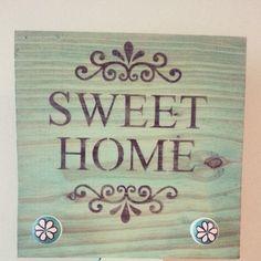 Perchero Sweet Home 30cm x 30 , trabajado con patina al oleo