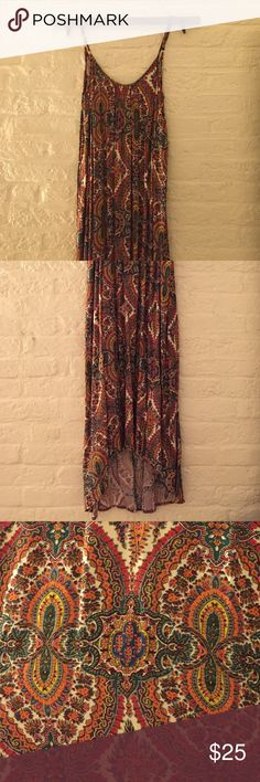 Patterned maxi dress Pretty patterned slip-on maxi dress. Beaded neckline detail and adjustable straps. Drapes well. Like new! En créme Dresses Maxi