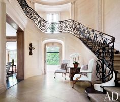 In traditional buildings, the charm of an entrance hall lies in the original architectural features such as columns, pediments and grand staircases, reflecting the era and style of the building.