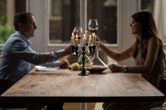 Ein Candle Light Dinner der besonderen Art. Das Ambiente macht Lust auf mehr ;) #Atmosphäre #holzgespür #Candlelightdinner #Liebe #Esstisch #Romantik
