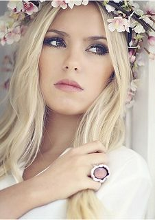 Boho bride by ZoeDuJour, via Flickr