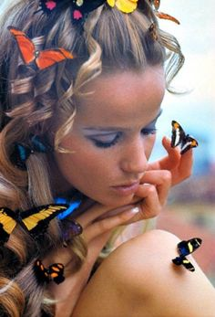 Veruschka covered in butterflies, 1968 1960s Fashion, Fashion Models, Fashion Beauty, Vintage Fashion, Fashion Editor, Twiggy, Madame Butterfly, Butterfly Kisses, Butterfly Photos