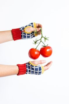 Short Mittens Paige - Colorful wrist warmers made of merino wool, grid pattern, red trim - Fingerless mittens knitted by MARGOT & ME Fingerless Mittens, Knit Mittens, Knitted Hats, Wrist Warmers, Hand Warmers, Knitting Accessories, Candyland, Jewelry Branding, Bunt