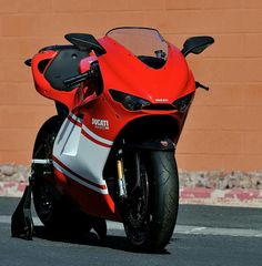 All new motorcycles in future the sport bikes will have racing ram air intakes like the Ducati Desmosedici RR Ducati Desmosedici Rr, Ducati Superbike, Moto Ducati, Ducati Motorcycles, Cars And Motorcycles, Ducati Models, Bike Gang, Honda, Motorcycle Dirt Bike