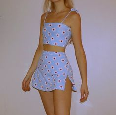 Stunning Summer Outfits With Mini Skirt You Would Love To Try This Summer; Summer Outfits With Mini Skirt; Stunning Summer Outfits With Mini Skirt; Mini Skirt For Summer; Indie Outfits, Retro Outfits, Cute Casual Outfits, Vintage Outfits, Summer Outfits, Girl Outfits, Outfits 90s, Grunge Outfits, Outfit Ideas Summer