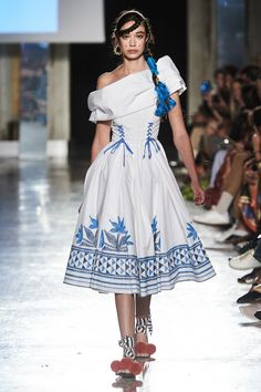 Stella Jean Spring 2020 Ready-to-Wear Fashion Show - Vogue Stella Jean, 2020 Fashion Trends, Fashion 2020, 80s Fashion, Milan Fashion, Vogue Fashion, Runway Fashion, African Print Dresses, African Prints