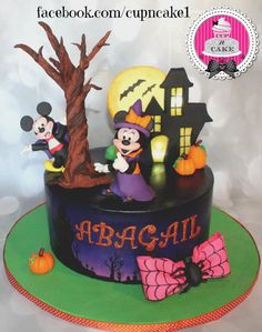 Pasteles Halloween, Bolo Halloween, Mickey Mouse Halloween, Theme Halloween, Halloween Cakes, Halloween Treats, Scary Halloween, Halloween 1st Birthdays, Disney Halloween Parties