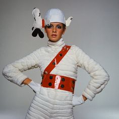 Twiggy stands wearing a fur jumpsuit with a plastic Sam Browne belt and Snoopy canvas cap Vogue Nov 1967 © Bert Stern Weird Fashion, 1960s Fashion, Vintage Fashion, Vintage Clothing, Funny Fashion, Fashion Mag, Ski Fashion, Fashion Styles, Fashion Models