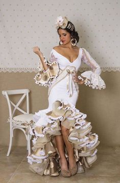 Spanish style – Mediterranean Home Decor Flamenco Costume, Flamenco Dancers, Dance Costumes, Costume Ethnique, Spanish Dress, Flamingo Dress, Spanish Fashion, Mode Boho, Dance Dresses