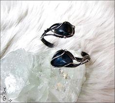 Náramek+-+apatit+Náramek+-blue+stoneje+vyroben+pomocí+cínu+s+příměsí+stříbra(+cín+neobsahuje+olovo)+a+drátku.+Na+náramek+jsem+požila+tromlovaný+apatit.+Šperkje+patinován+a+následně+očištěn+antioxidačnímolejem.+Náramek+je+nastavitelný,snadno+se+přizpůsobí+každému+zápěstí.+Je+zabalen+do+dárkové+krabičky.
